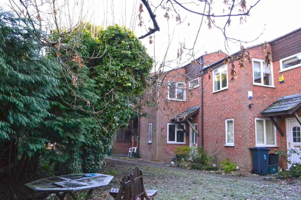 1 Bedroom Terraced House for sale in Burford Mews, Hoddesdon, Hoddesdon EN11
