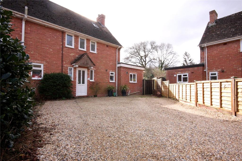 4 Bedrooms Semi Detached House for sale in Tebourba Cottages, Station Road, Sway, Lymington, SO41