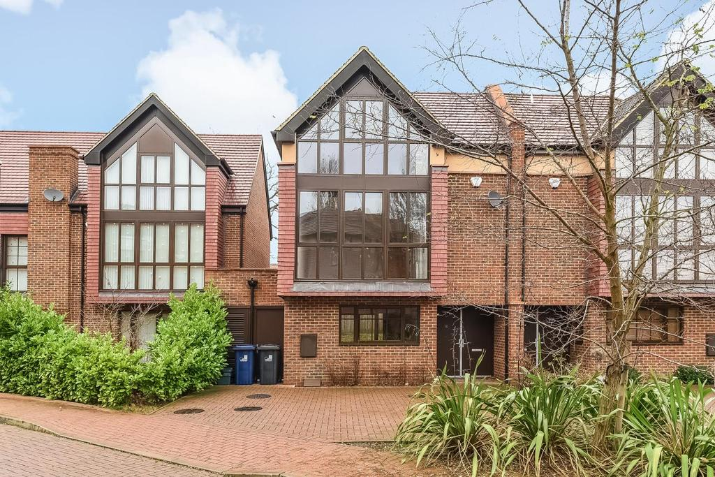 4 Bedrooms Semi Detached House for sale in Phillimore Gardens, Acton, W3