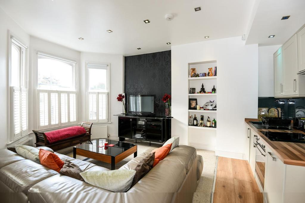 2 Bedrooms Maisonette Flat for sale in Crookham Road, Fulham, SW6