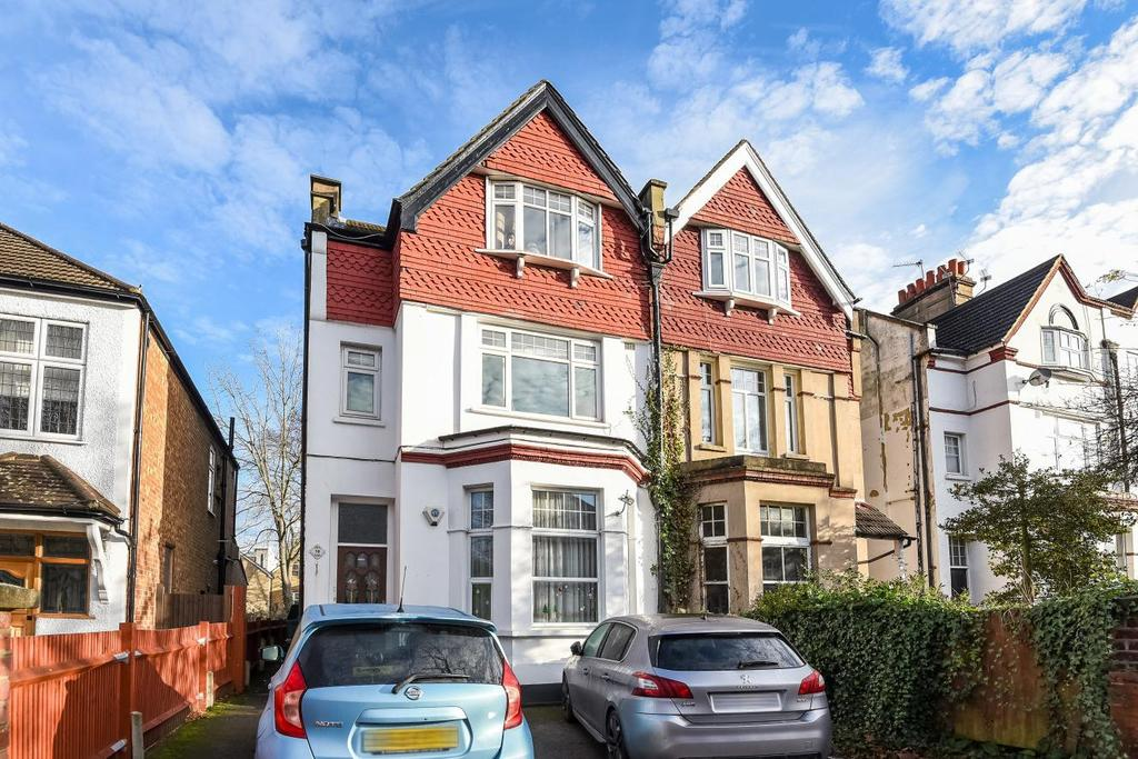 3 Bedrooms Flat for sale in Queen Anne Avenue, Bromley, BR2