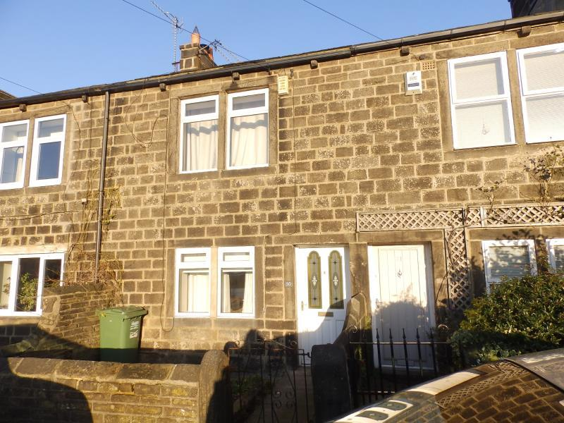 2 Bedrooms Terraced House for rent in CANADA ROAD, RAWDON LS19 6LR