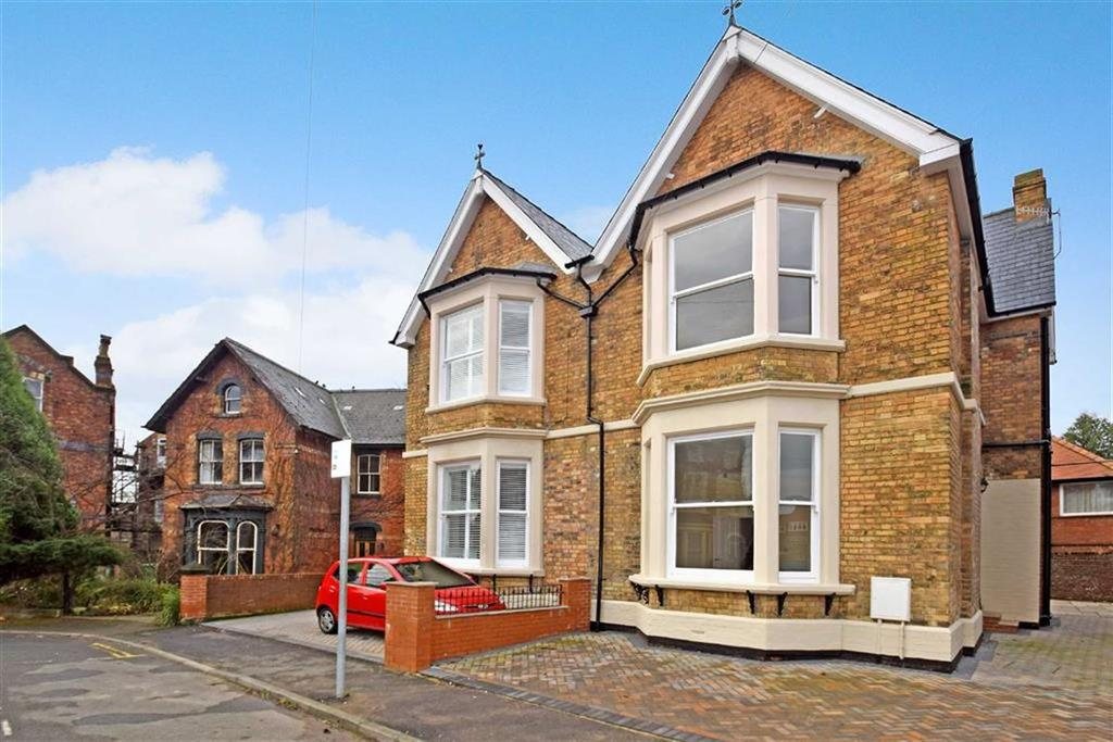 4 Bedrooms Semi Detached House for sale in New Parks Crescent, Scarborough, North Yorkshire, YO12