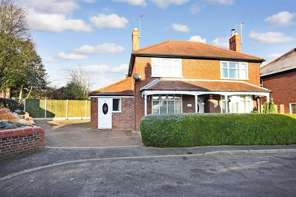 4 Bedrooms Detached House for sale in Monkmoor Avenue, Oswestry