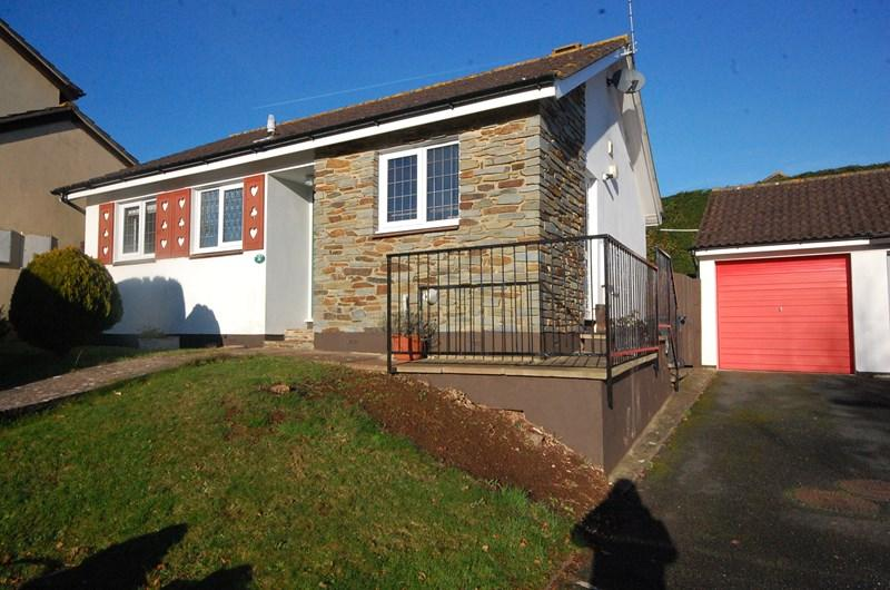 2 Bedrooms Detached Bungalow for sale in Moor View Drive, Teignmouth