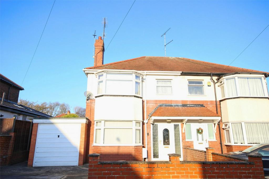 3 Bedrooms Semi Detached House for sale in Redland Drive, Kirk Ella, Hull, East Riding of Yorkshire
