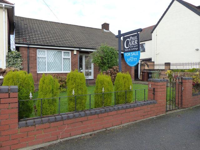 2 Bedrooms Detached Bungalow for sale in Castle Road,Walsall Wood,Walsall