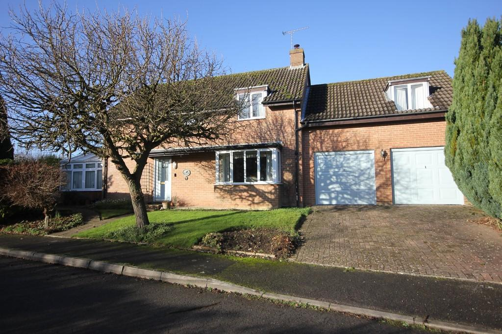4 Bedrooms Detached House for sale in DAVID'S GARDEN, PITTON, WILTSHIRE
