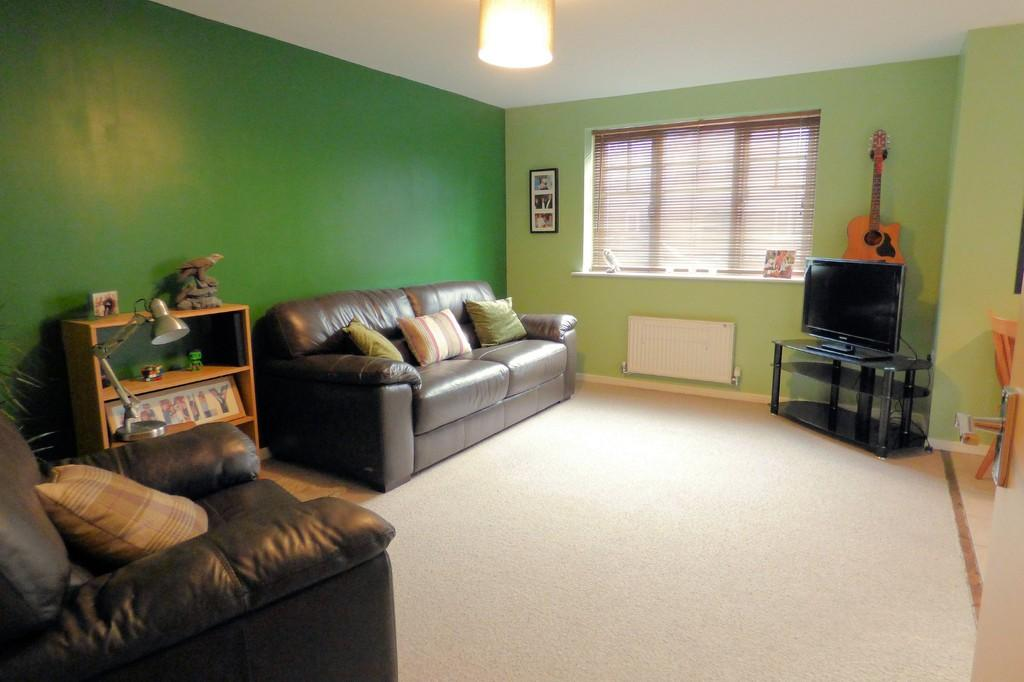 2 Bedrooms Ground Flat for sale in Caroline Court, Burton-on-Trent