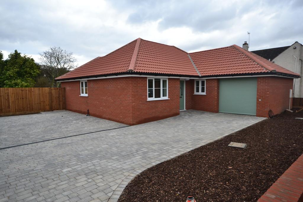 3 Bedrooms Detached Bungalow for sale in Clacton Road, Weeley Heath, Clacton-on-Sea