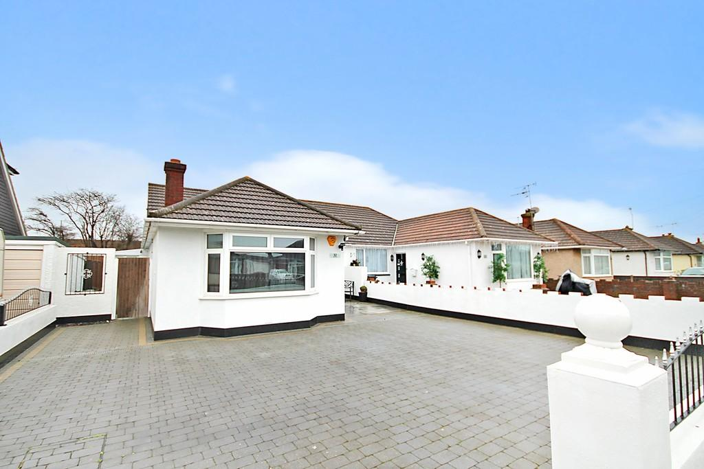 3 Bedrooms Semi Detached Bungalow for sale in Barfield Park, Lancing, BN15 9DG