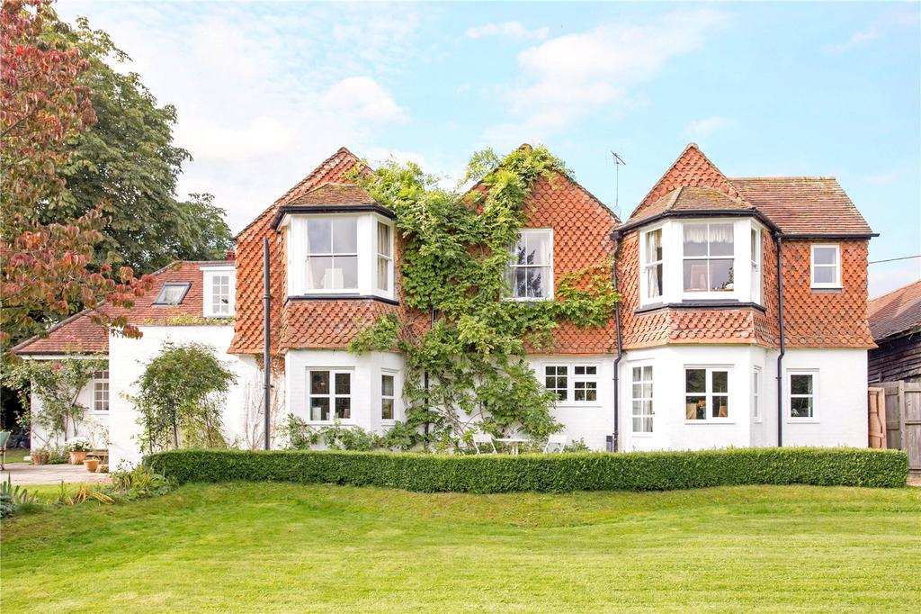 5 Bedrooms Detached House for sale in Crondall Road, Crookham Village, Fleet, Hampshire, GU51