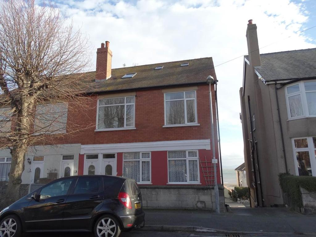 2 Bedrooms Ground Flat for sale in 27 Everard Road, Rhos on Sea, LL28 4EY