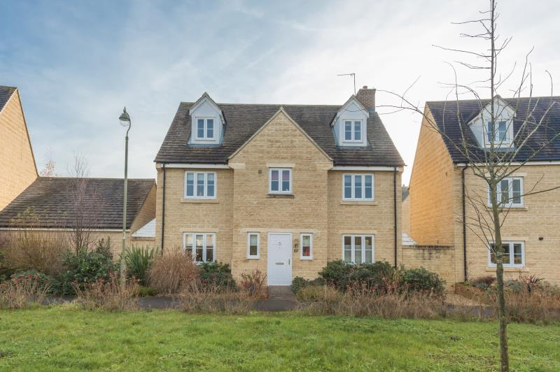 5 Bedrooms Detached House for sale in Cherry Tree Way, Witney, Oxfordshire