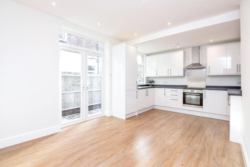 2 Bedrooms Flat for sale in College Road, Colliers Wood, SW19