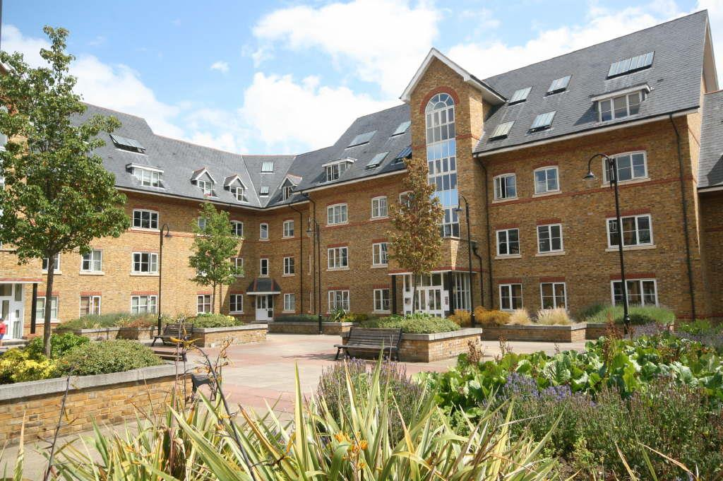 2 Bedrooms Apartment Flat for sale in Stewart Place, Station Road, Ware