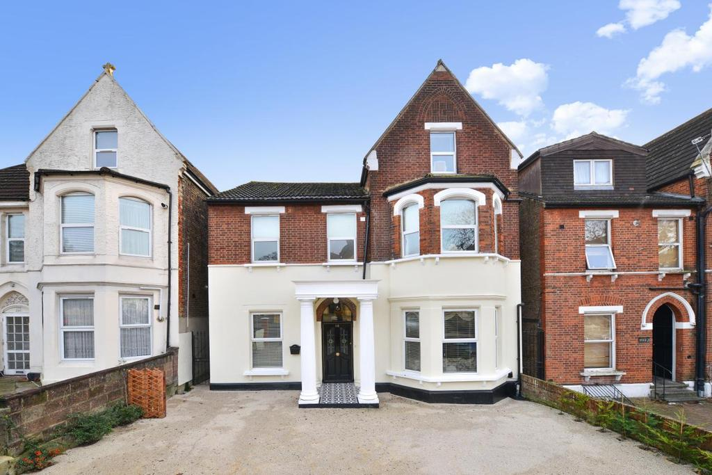 7 Bedrooms Detached House for sale in Croydon Road, Penge, SE20