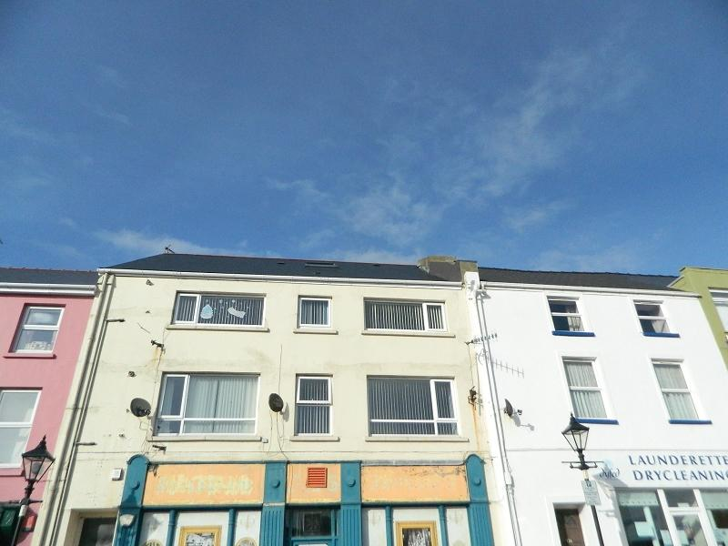 5 Bedrooms Terraced House for sale in Charles Street, Milford Haven, Pembrokeshire. SA73 2AA