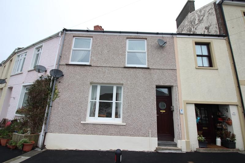 2 Bedrooms Terraced House for sale in Picton Road, Neyland, Milford Haven, Pembrokeshire. SA73 1PX