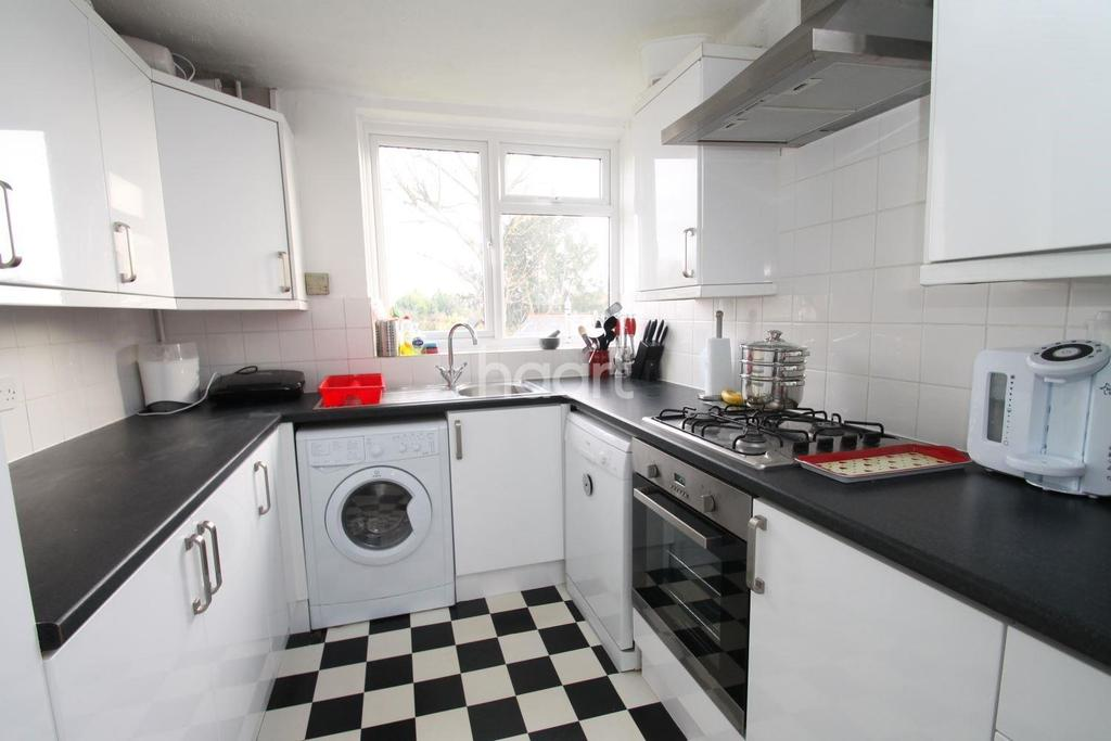 2 Bedrooms Flat for sale in Great Baddow