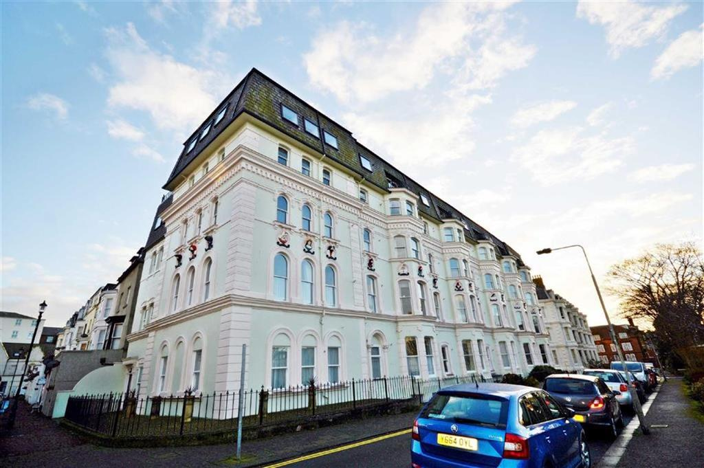 2 Bedrooms Flat for sale in Fairview Court, Scarborough