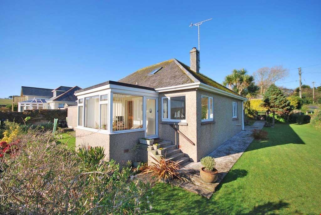 3 Bedrooms Detached Bungalow for sale in Gorran Haven, South Cornwall, PL26