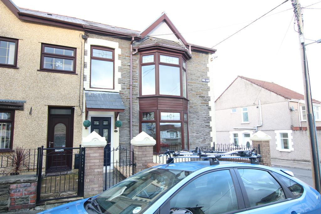 3 Bedrooms End Of Terrace House for sale in Park Road, Bargoed CF81