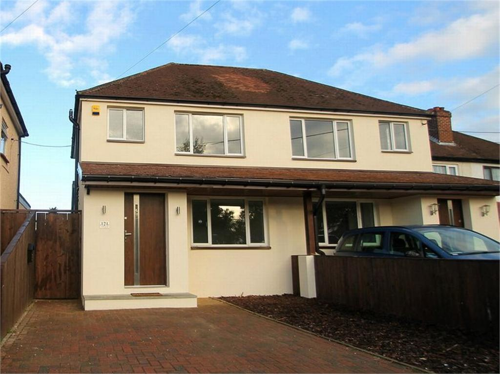 3 Bedrooms Semi Detached House for sale in Frimley Green, Surrey