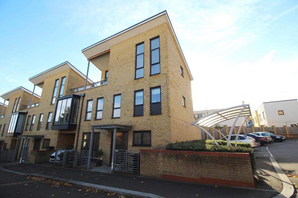 5 Bedrooms Link Detached House for sale in The Rise Greenhithe DA9