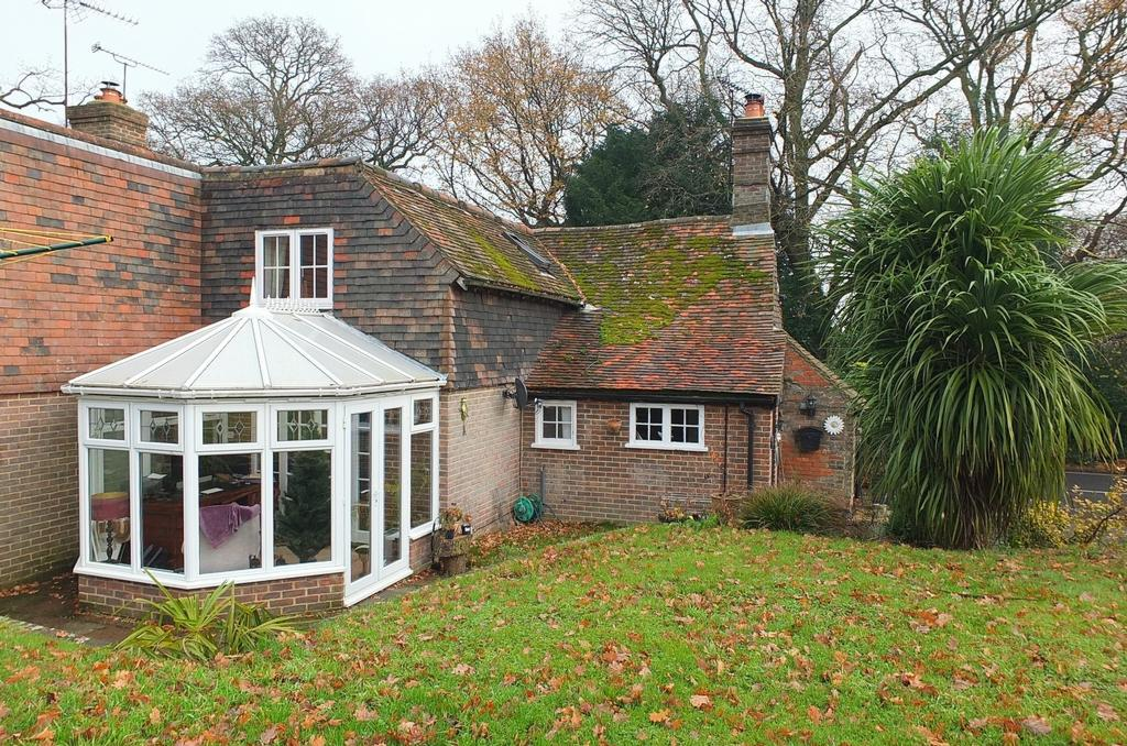 3 Bedrooms House for sale in London Road, Balcombe, RH17