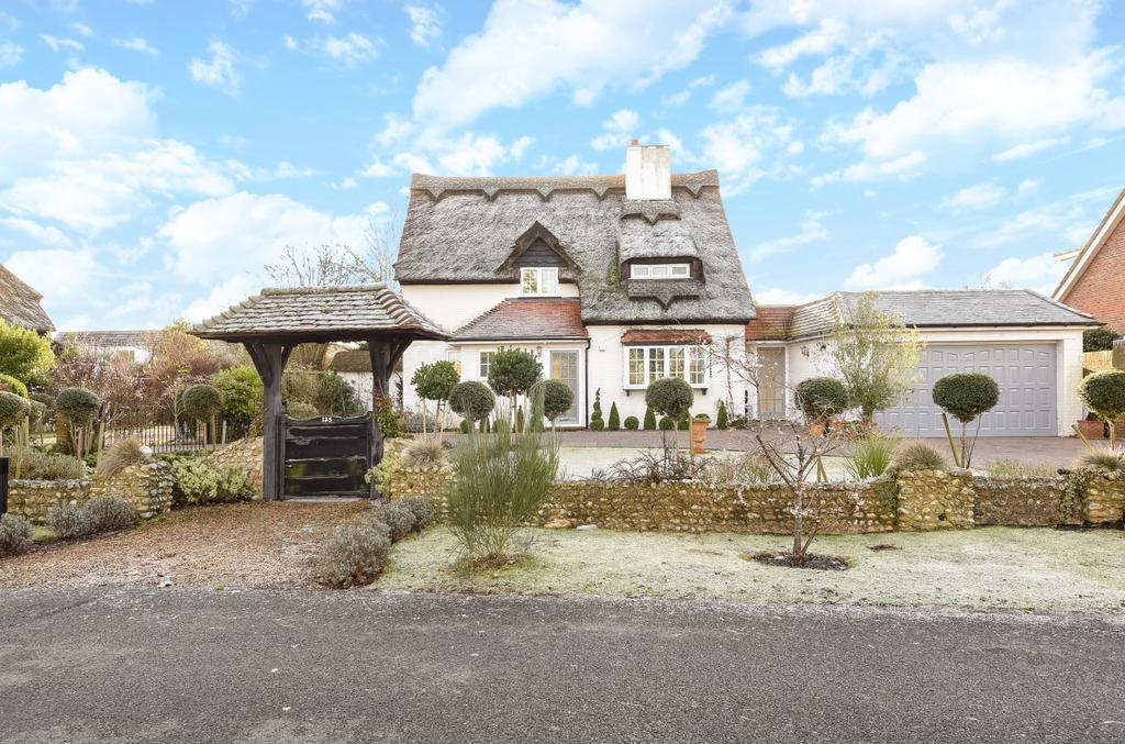 4 Bedrooms Detached House for sale in Manor Way, Aldwick Bay, Aldwick, Bognor Regis, PO21