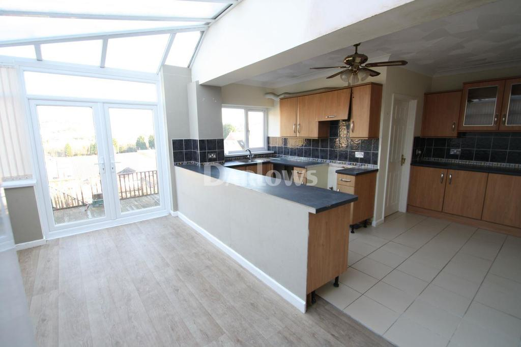 3 Bedrooms Terraced House for sale in Hughes Street, Tonypandy