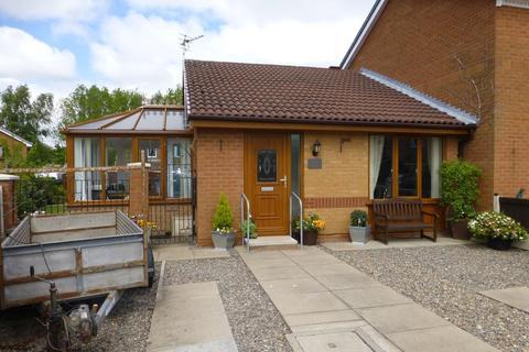 2 bedroom semi-detached bungalow to rent - Savick Way, Lea