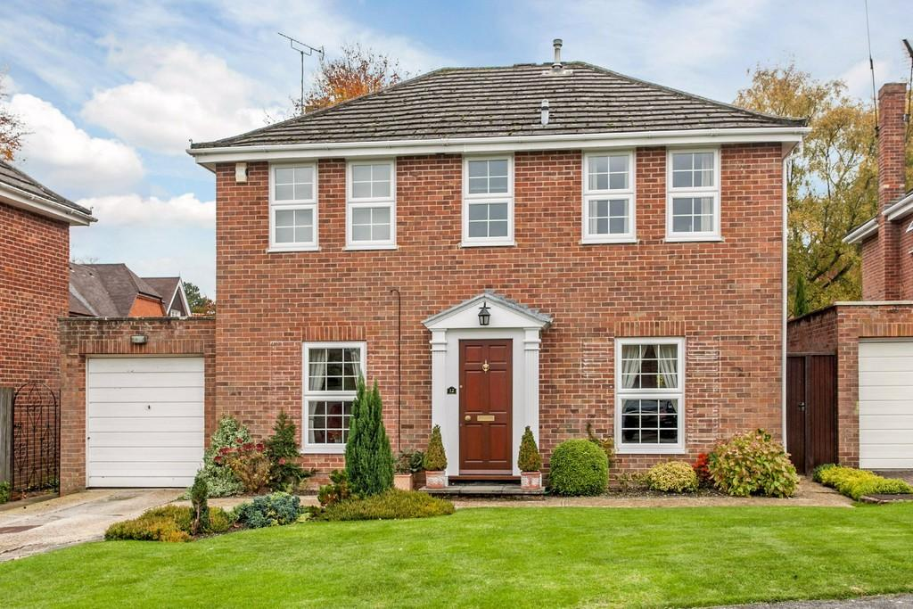 4 Bedrooms Detached House for sale in Bereweeke Way, Winchester, SO22