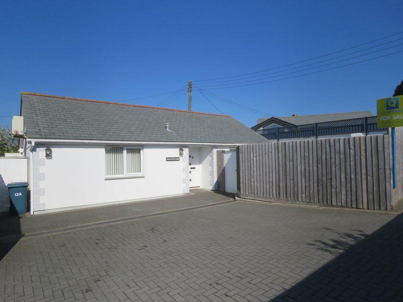 2 Bedrooms Bungalow for sale in Highertown, Truro