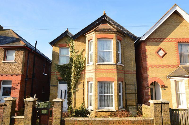 3 Bedrooms Detached House for sale in East Cowes PO32 6DY