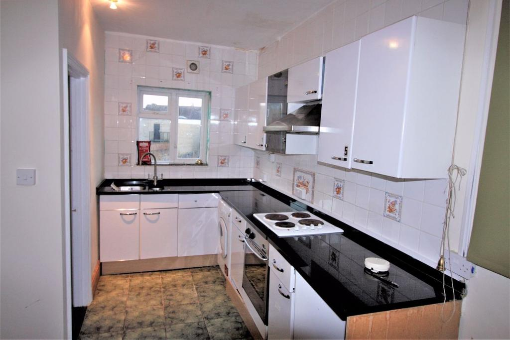 4 Bedrooms Flat for rent in Cherry Orchard Road, CR0 6BB