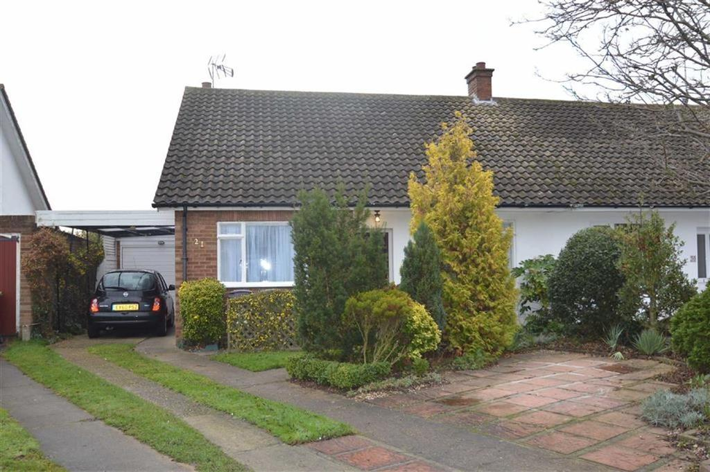4 Bedrooms Semi Detached House for sale in Larkfield Close, Rochford, Essex