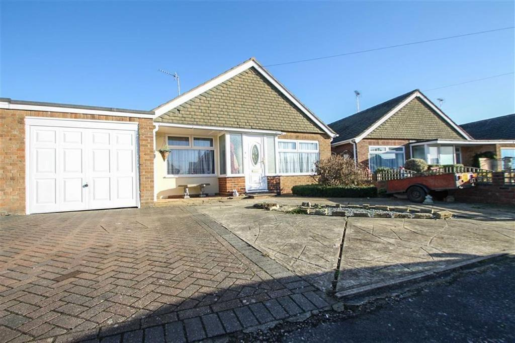 3 Bedrooms Detached Bungalow for sale in Tyndale Drive, West Clacton