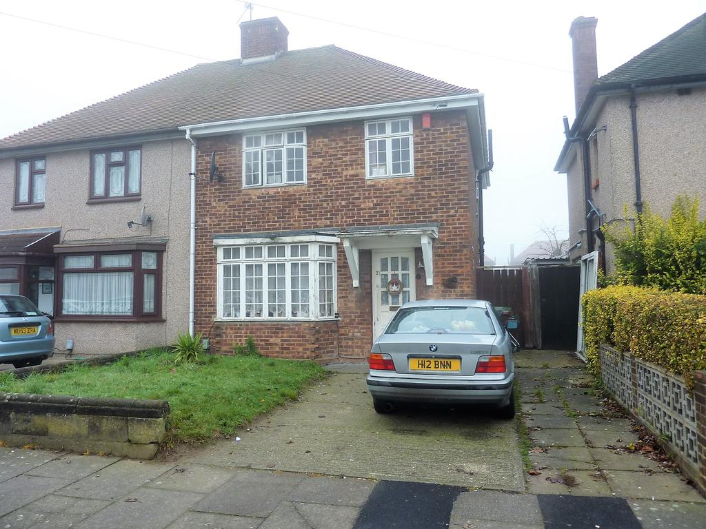 3 Bedrooms Semi Detached House for sale in Park Drive, Dagenham RM10