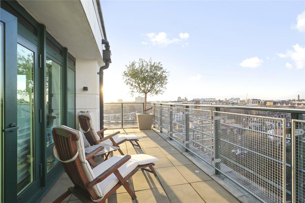 2 Bedrooms Flat for sale in Warren House, Beckford Close, Warwick Road, London, W14