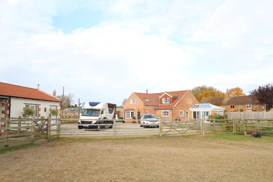 4 Bedrooms Detached House for sale in SWEEMING LANE, SHERBURN IN ELMET, LS25 6HF