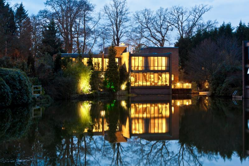 5 Bedrooms Detached House for sale in Lakeside Drive, Esher, KT10