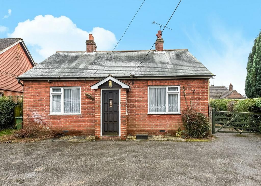 3 Bedrooms Detached Bungalow for sale in Ropley, Alresford, Hampshire