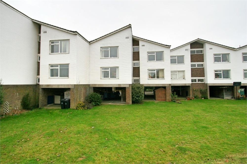 2 Bedrooms Flat for sale in Woodrolfe Park, Tollesbury, Maldon, Essex