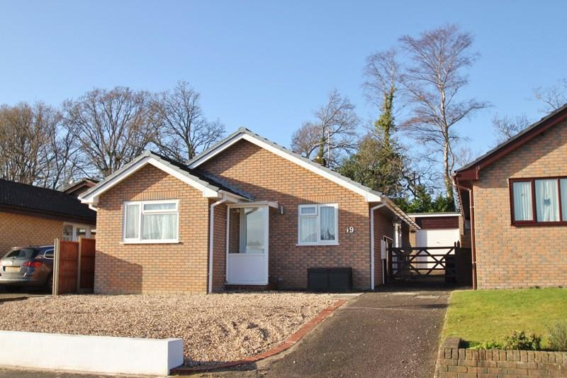 2 Bedrooms Detached Bungalow for sale in Raymond Close, Verwood