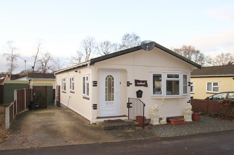 2 Bedrooms Mobile Home for sale in Dewlands Park, Verwood