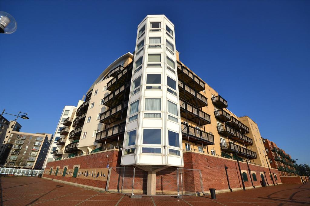 3 Bedrooms Apartment Flat for sale in Adventurers Quay, Cardiff Bay, Cardiff, CF10