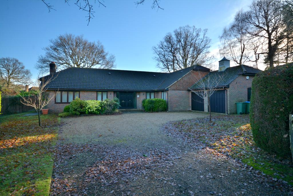 5 Bedrooms Detached House for sale in West Chiltington, Pulborough