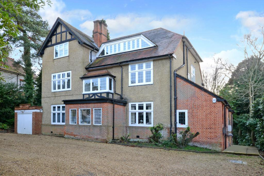 3 Bedrooms Apartment Flat for sale in Heatherdale Road, Camberley